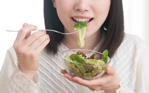 痩せたいなら、食事は一口目に「食物繊維」を! その次は?