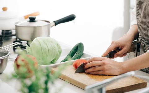 料理は女性の仕事…その考えに縛られているのは、意外にも!?