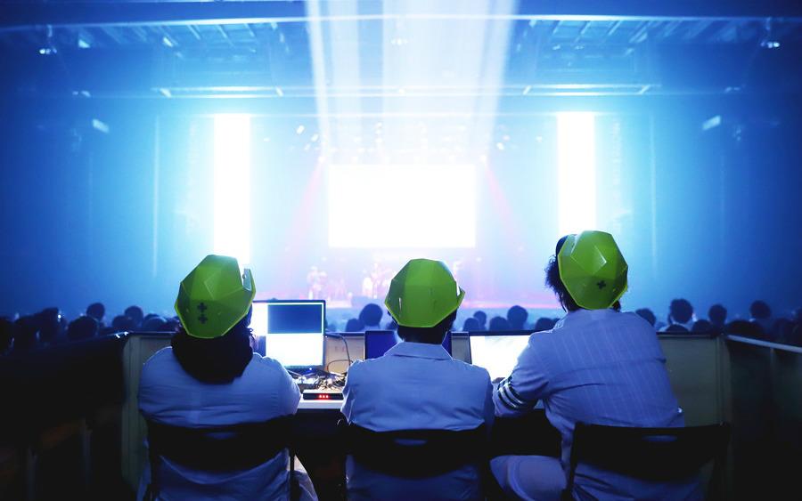 テクノロジーがライブを変えた! アジカンら出演「INNOVATION WORLD LIVE PLUS」ライブレポート
