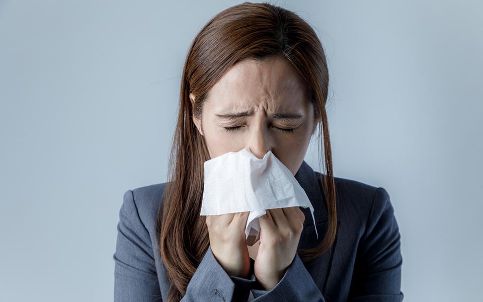 花粉症 は「スギ」が原因とは限らない! フルーツを食べて口が痒くなる人は…