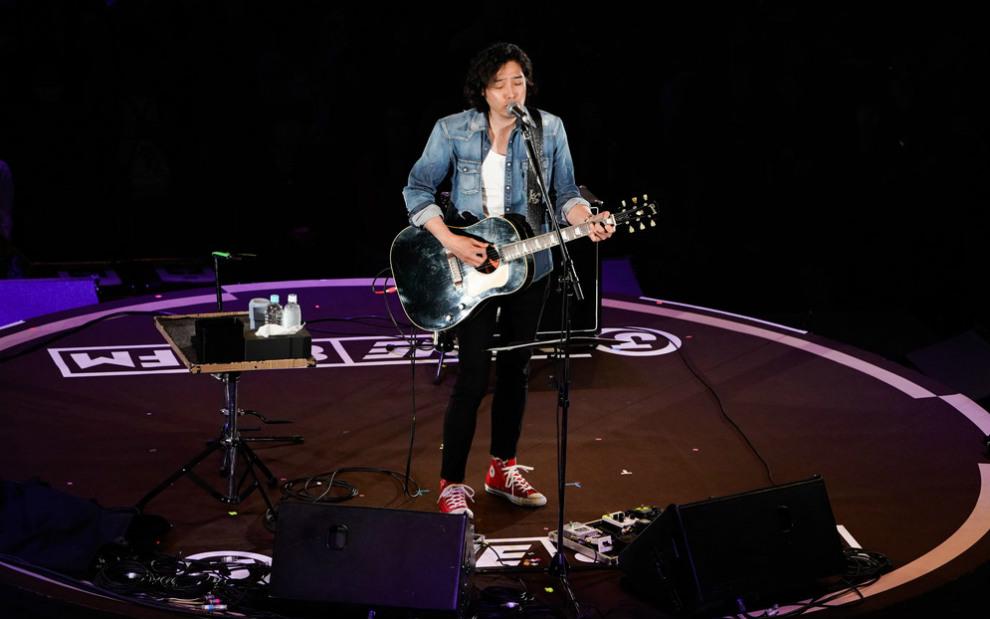 斉藤和義、妖艶なギターテクと甘いバラードで両国国技館の1万1千人を魅了【30th J-WAVE TOKYO GUITAR JAMBOREE】