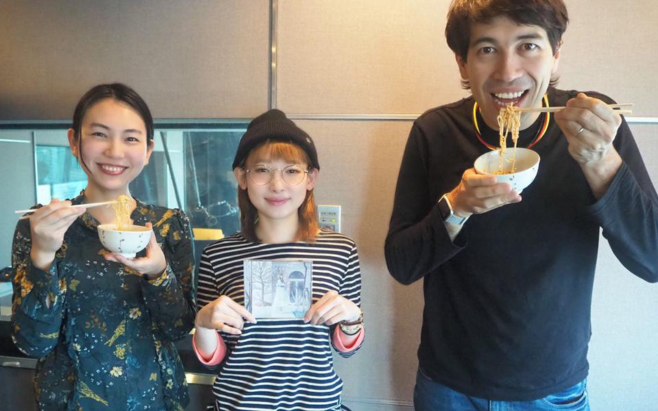 南條愛乃が「ちょい足しラーメンレシピ」を食べ比べ! ピーナツバターはありorなし?