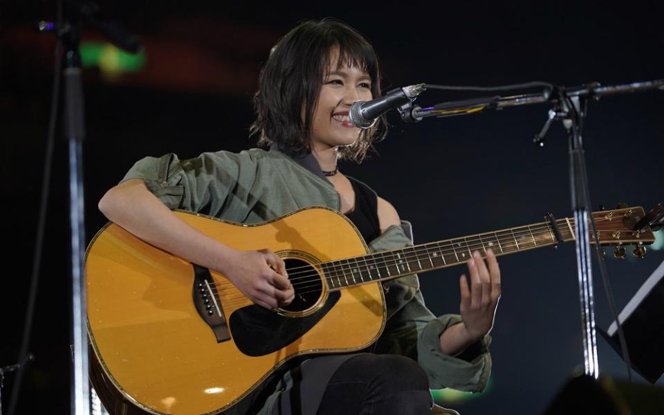 Anly、Queen『ボヘミアン・ラプソディ』をギター1本でカバー! 意表をつくステージに1万人が興奮【30th J-WAVE TOKYO GUITAR JAMBOREE】