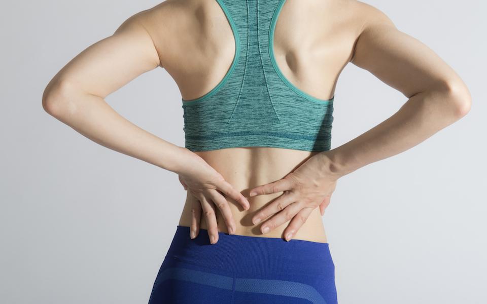 平泳ぎの動きで背中のエクササイズ! 肩甲骨を寄せるのがポイント