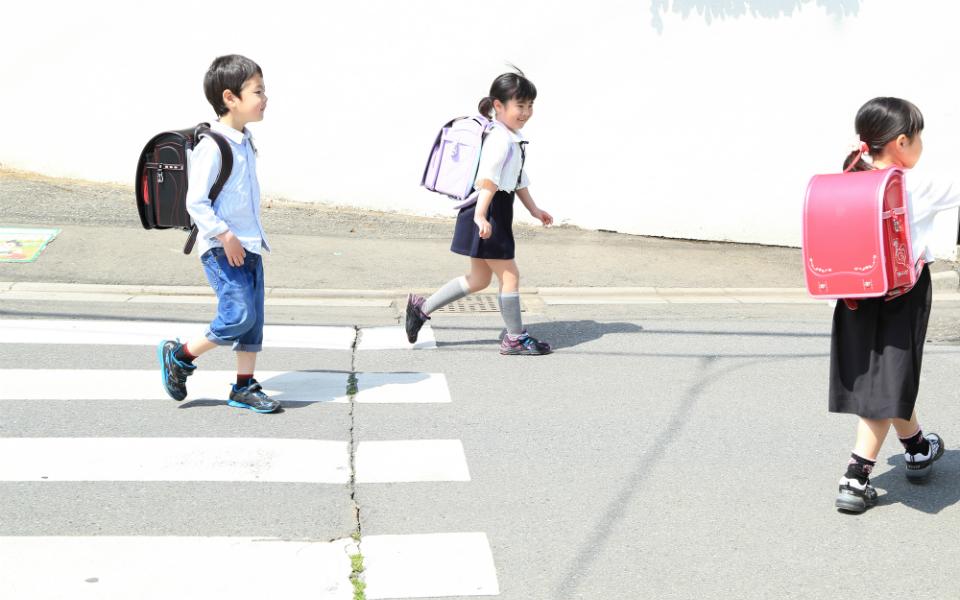 子どもが「青信号でも交通事故に巻き込まれる」理由とは…5月は小学1年生の事故が増加
