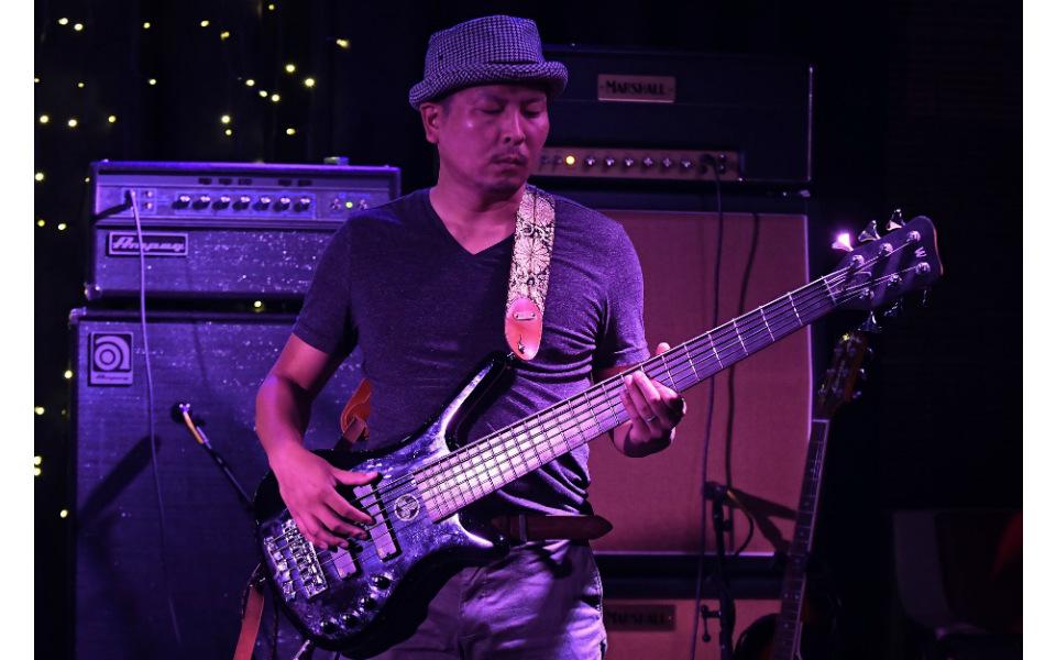 ニュージーランド在住の日本人ミュージシャンおすすめ! スタジアムに5万人集めた人気ロックバンドとは?