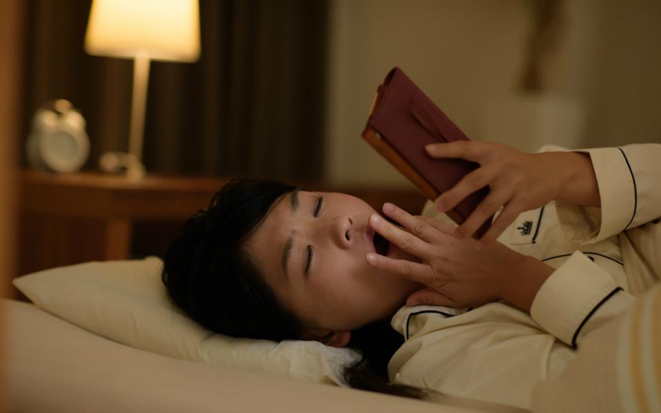 休日の夜ふかし&寝だめで太りやすくなる! 「体内時計のズレ」がこわい