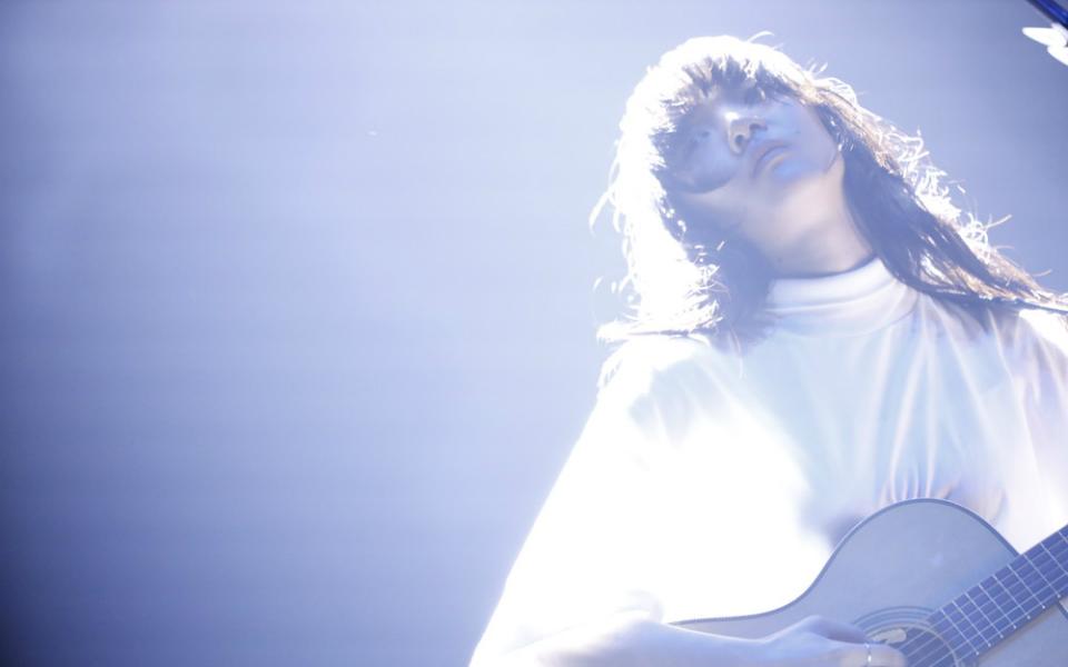 あいみょん、国民的アーティストとしての熱量を感じるライブ!【J-WAVE LIVE】