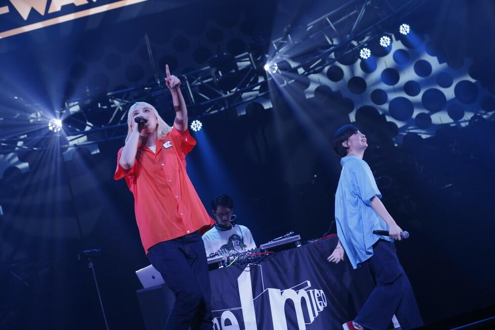 chelmico、キレキレのラップと脱力感溢れるMCで観客を魅了!【J-WAVE LIVE】