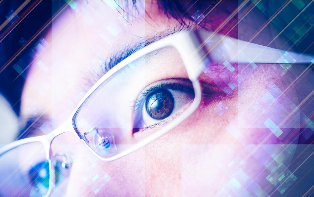 「眼精疲労」の原因は目じゃなかった! メカニズムと解消法を医師が解説