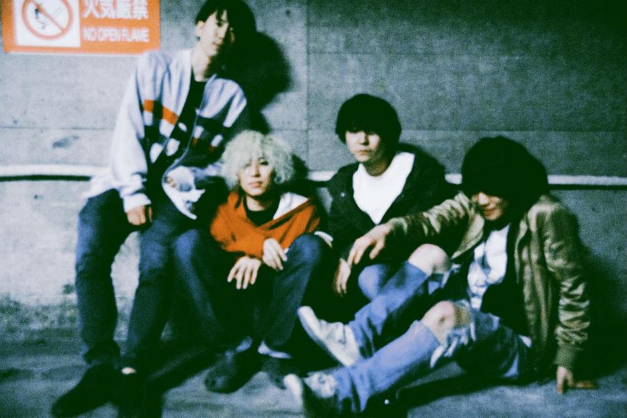 下北沢発の4人組バンド・ROKI! 音源とライブで表情を変える哀愁ロックソング