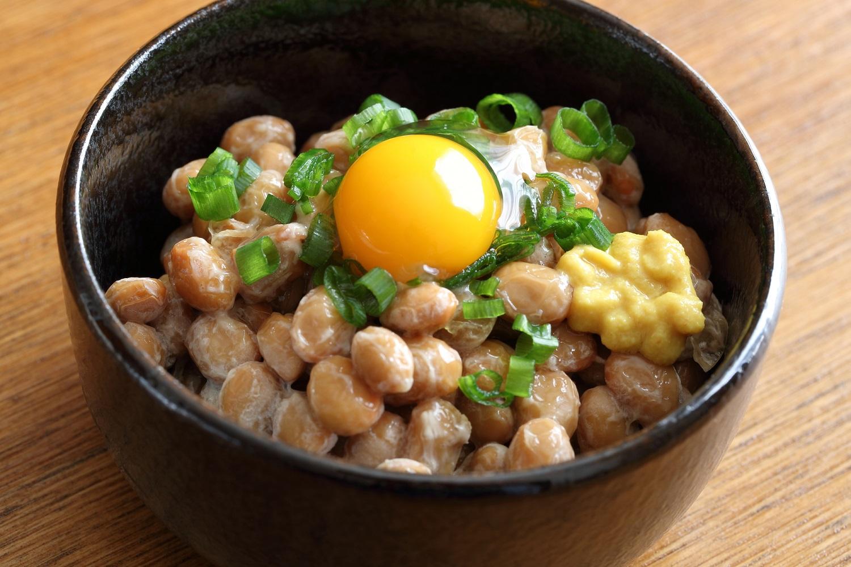 「納豆と卵」を夕食に食べると、若返り効果が期待できる!?