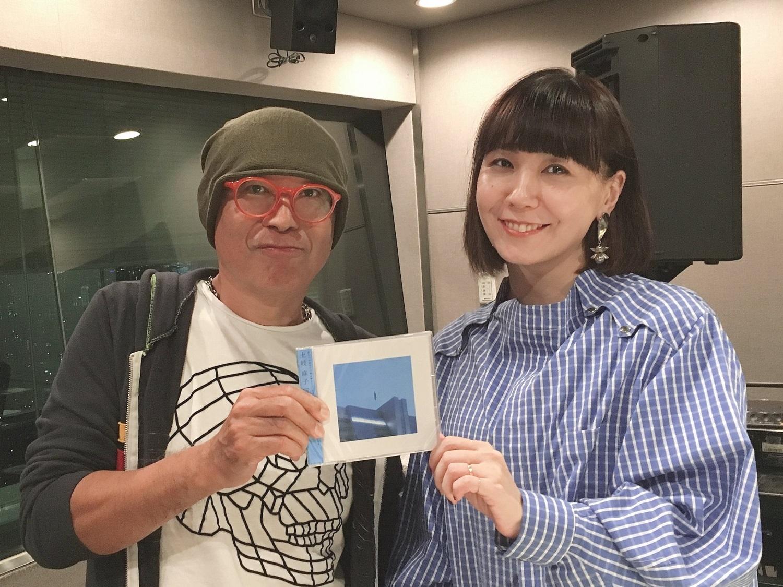 土岐麻子「足が震えるくらい怖かった」 新作『PASSION BLUE』ジャケ写の撮影で