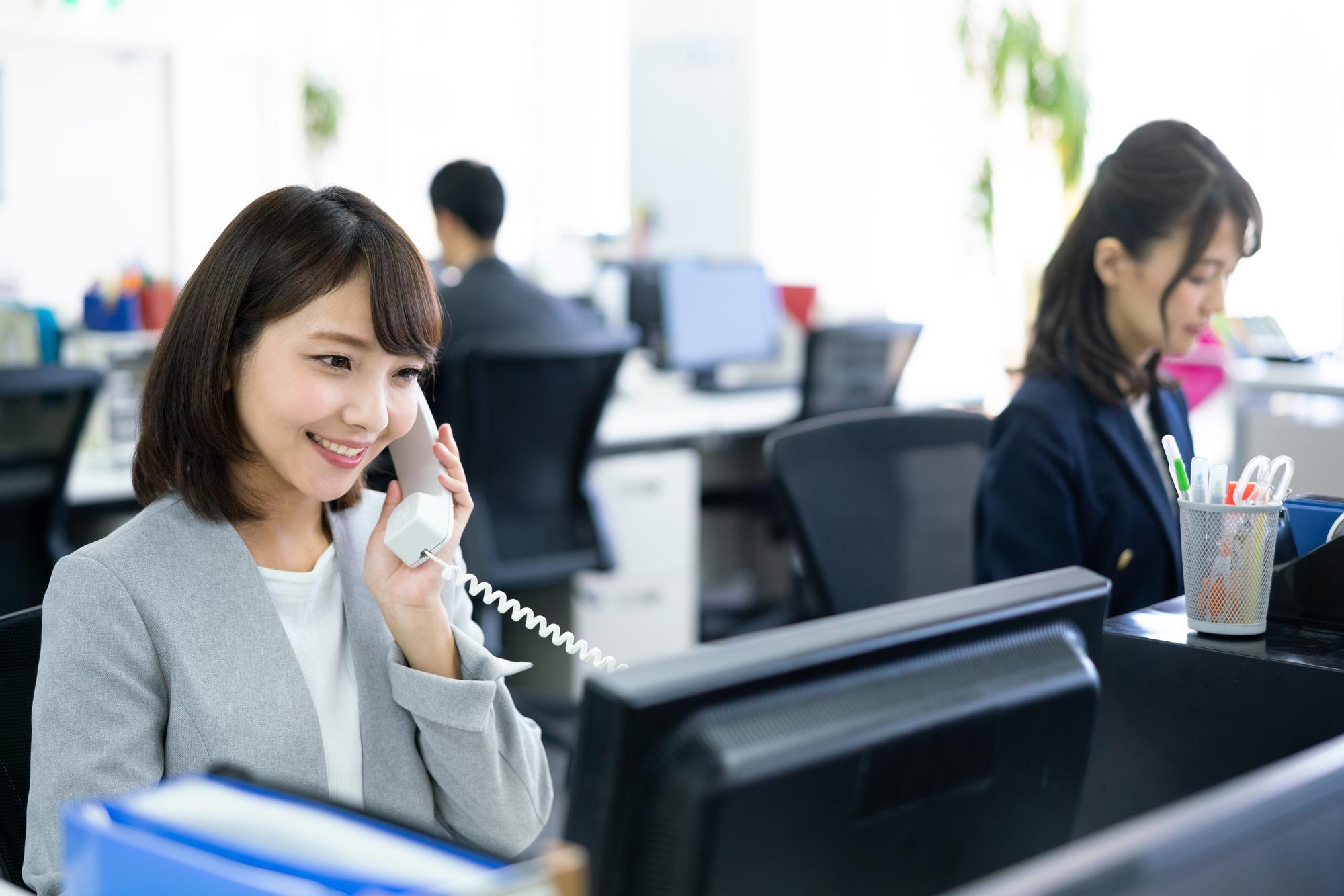 電話対応、いい印象を与えるコツは? 「ソの音階」で話してみよう