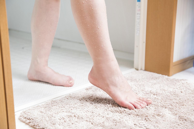 「水虫」で足が痒くなる人は1割だけ! 感染に気づいてないかも…どうチェックすればいい?