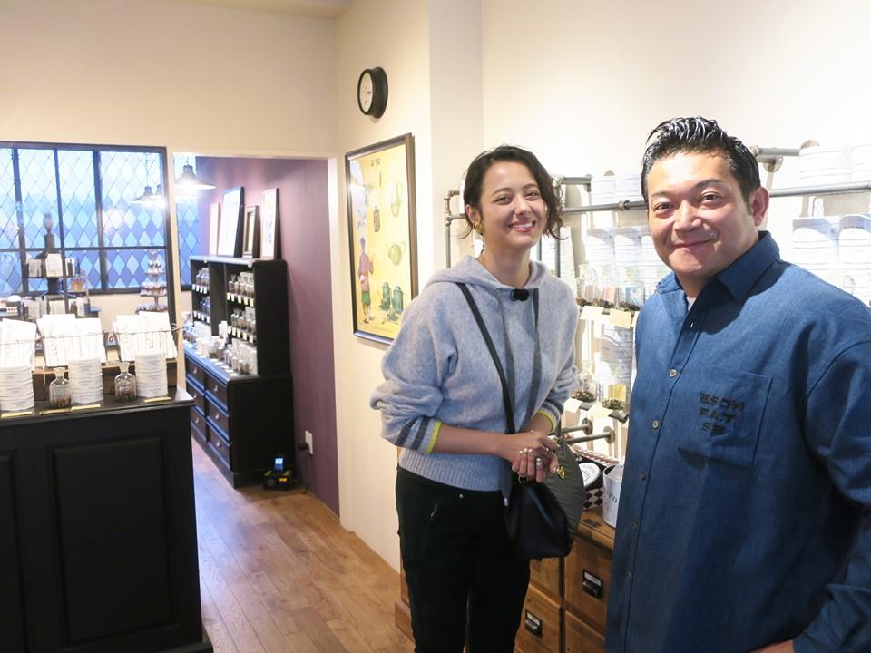 山口智充&浦浜アリサ「まるで違う国に足を踏み入れたみたい」異国情緒漂う紅茶専門店