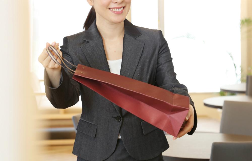 職場におみやげ、買っていきますか? 予算は? 「相手のプレッシャーになるかも」と考える人も