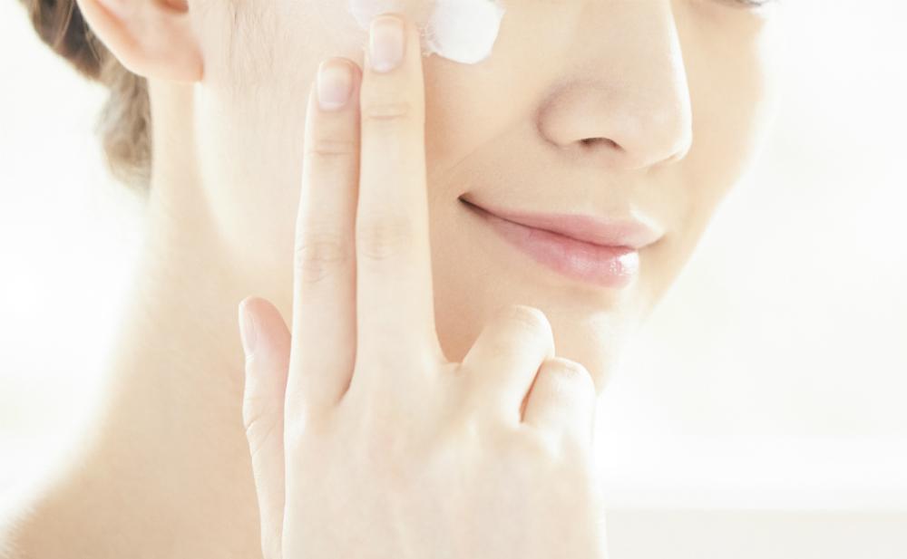 肌の保湿は「横塗り」がいい! 皮膚科医が解説