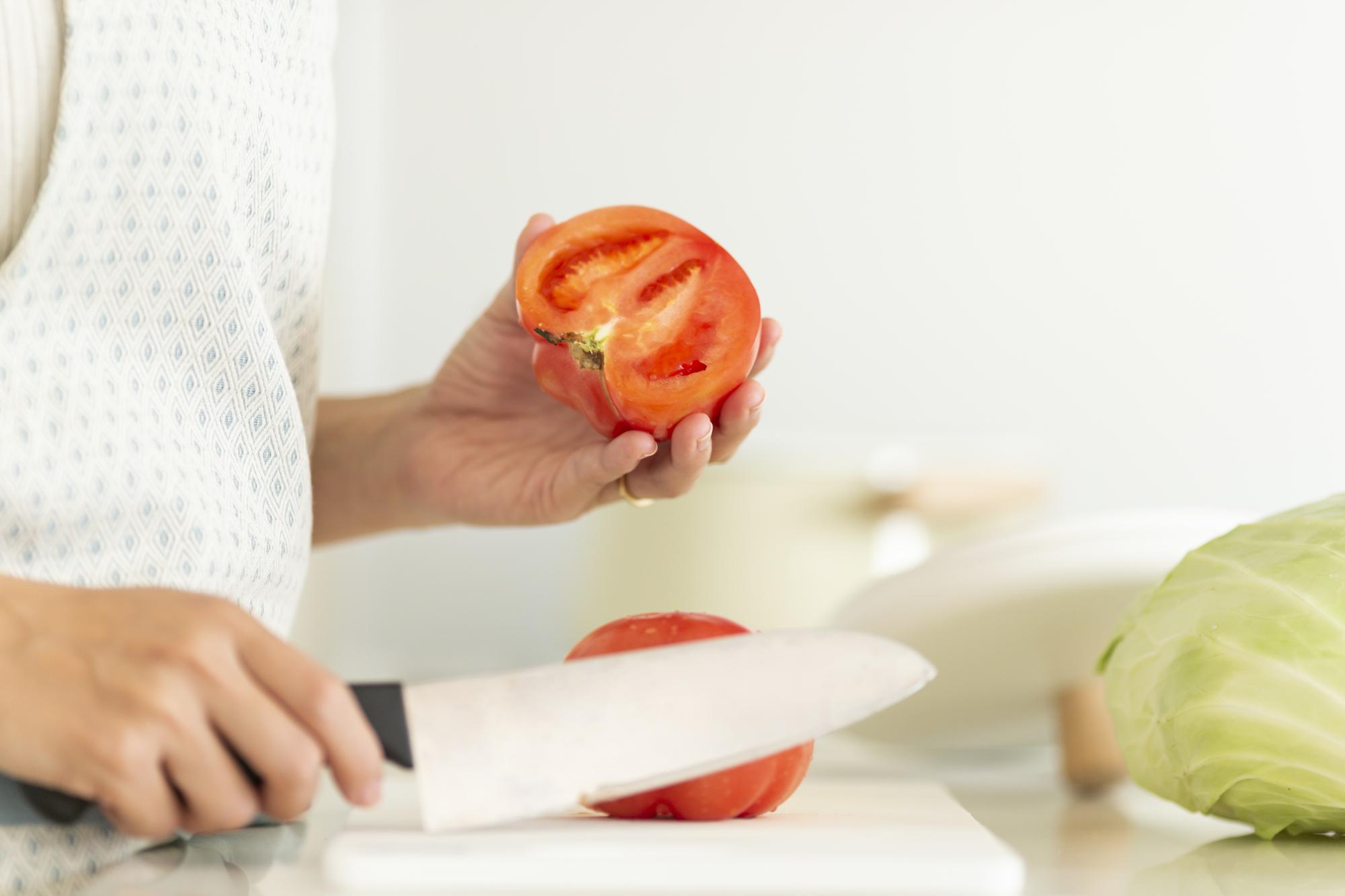 食材の切り方で栄養アップ! トマト、玉ねぎ、鶏むね肉の「いい調理法」は?【2019年まとめ】