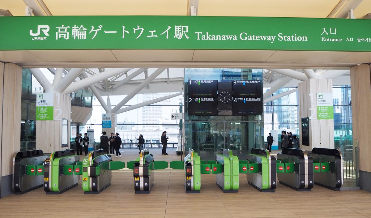 高輪ゲートウェイ駅では、ロボット&AIが大活躍! 未来都市っぽい駅構内をレポート