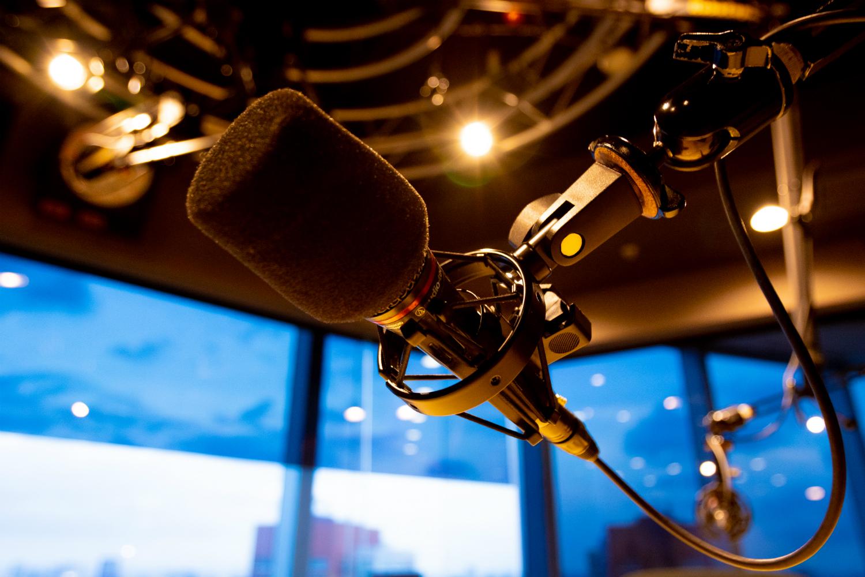 災害時、ラジオ局ごとの「放送の方針」まとめ。ライフライン各社の取り組みも紹介