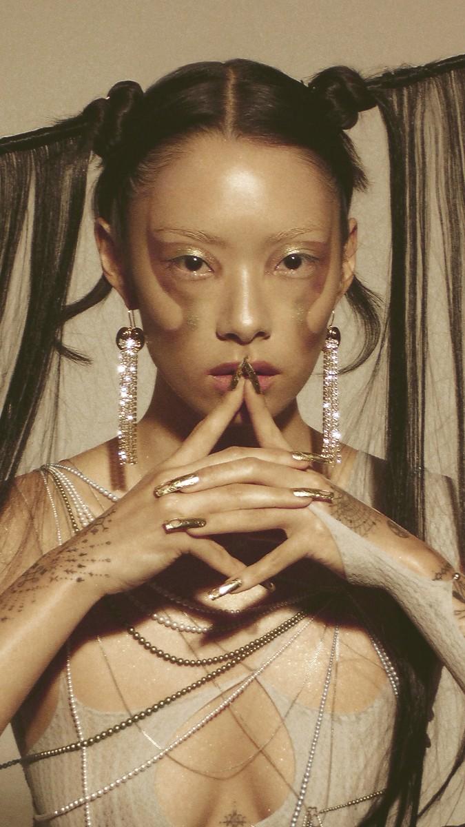 欧米のカルチャーシーンでも注目されるRina Sawayama、自身を形成する要素を詰め込んだデビューアルバム