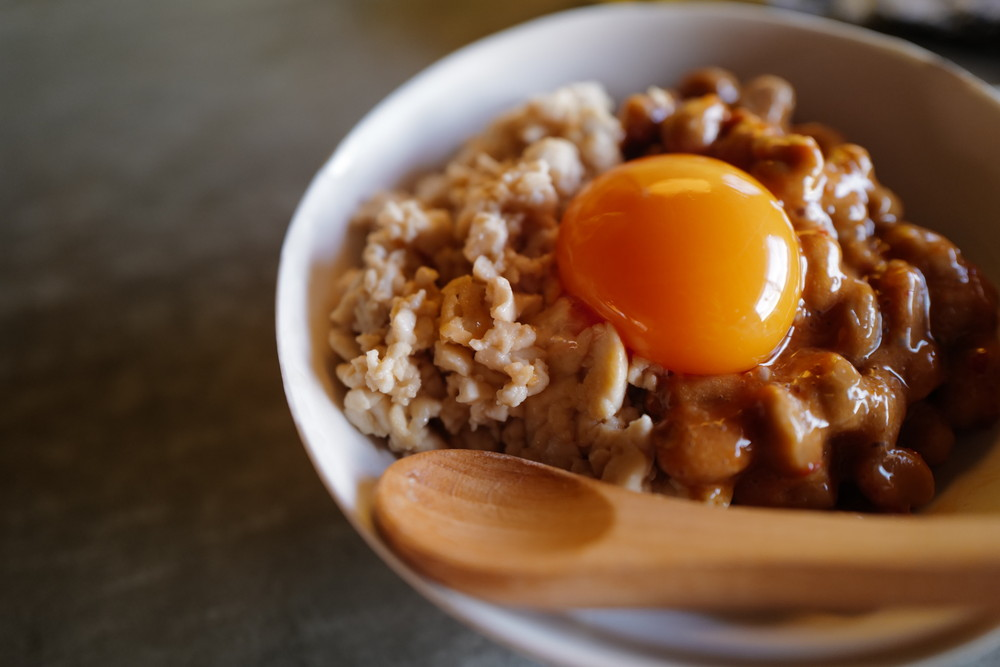 コンビニ食材がプロの味わいに! 「豆腐そぼろの納豆ピリ辛」レシピ