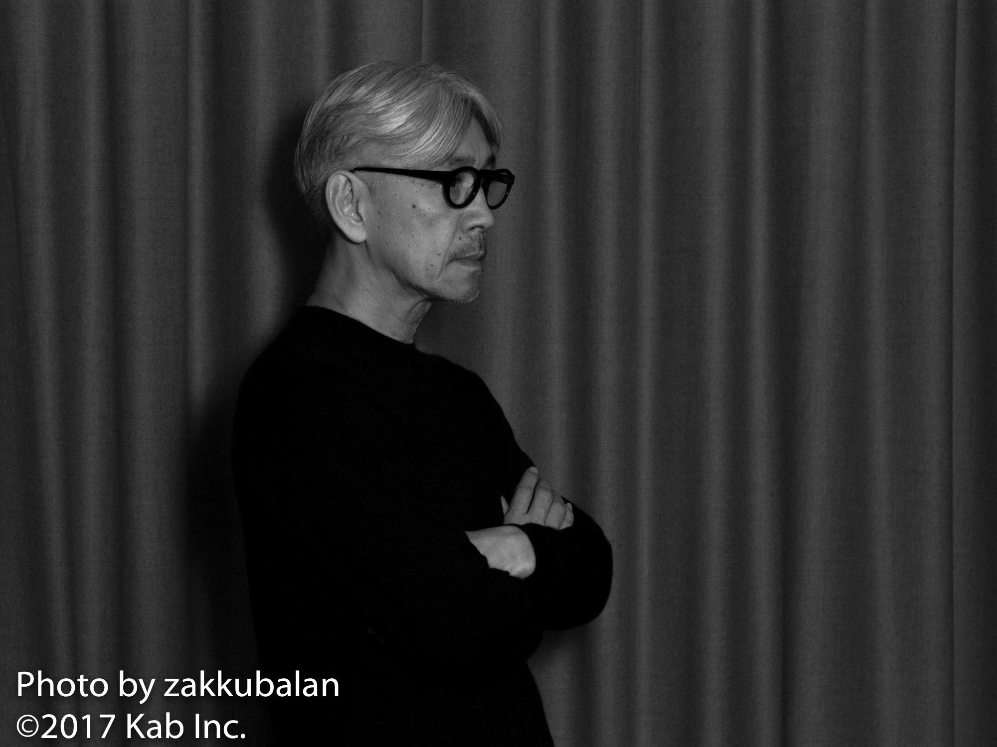 坂本龍一、村上 龍との交流を語る。『限りなく透明に近いブルー』に反感を持った理由とは