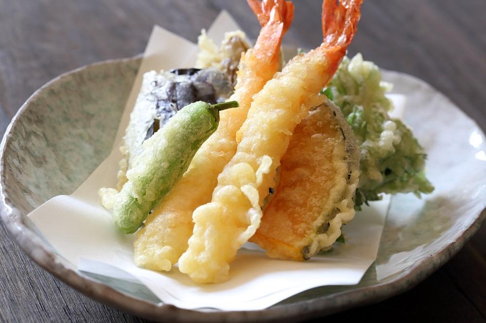 天ぷら屋では最初に「エビ」を食べよう。その理由を料理人が語る