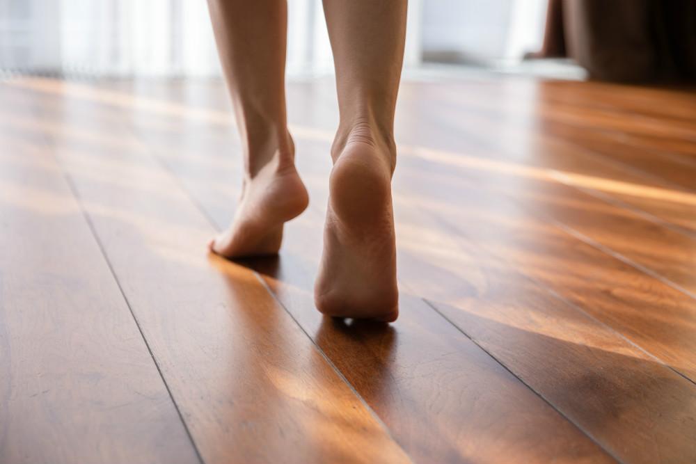 今すぐできる、ストレス解消&脳を活性化する方法。うしろ向きに歩くと…
