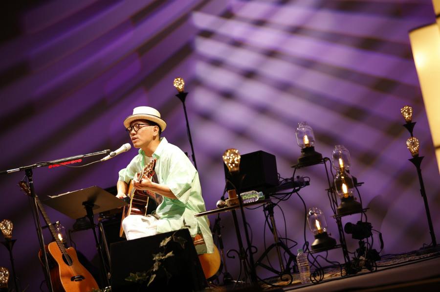 ハナレグミ、新しい会場でのびやかな歌声を披露【J-WAVE LIVE 2020】