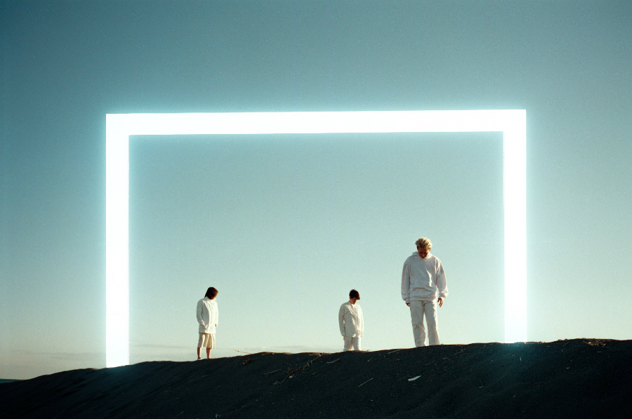 廃墟系ポップユニット・cadode、浮遊感と歌詞の世界観が独特な新曲『ワンダー』