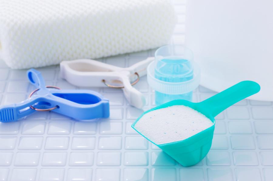 「粉洗剤」のほうが洗浄力が高い。白さをキープする洗濯法をプロが伝授
