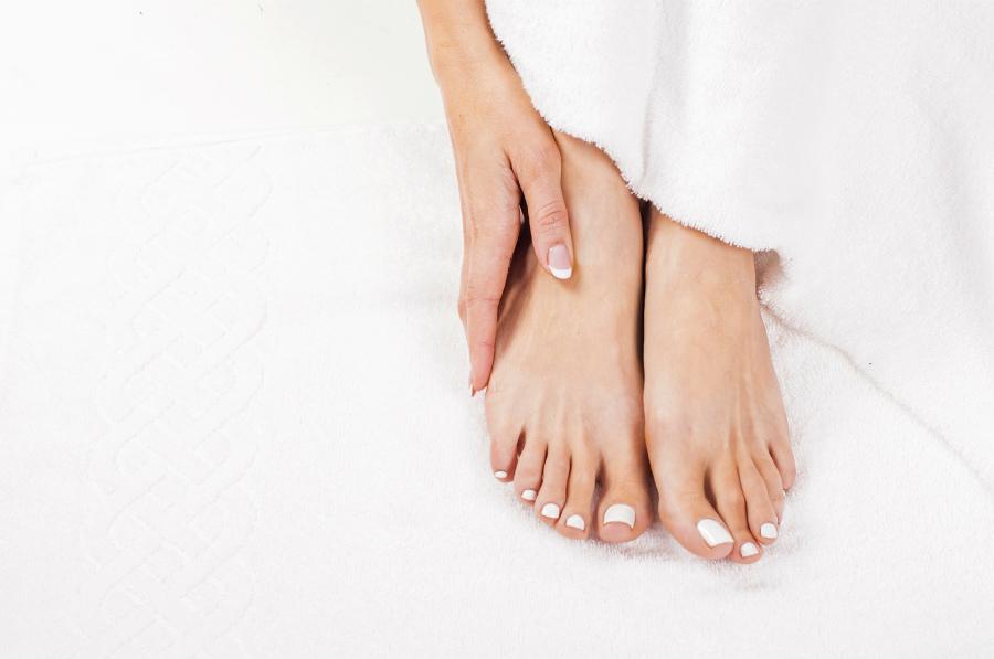 要注意。 「足の爪、面倒だから短くしておこう」はトラブルの原因