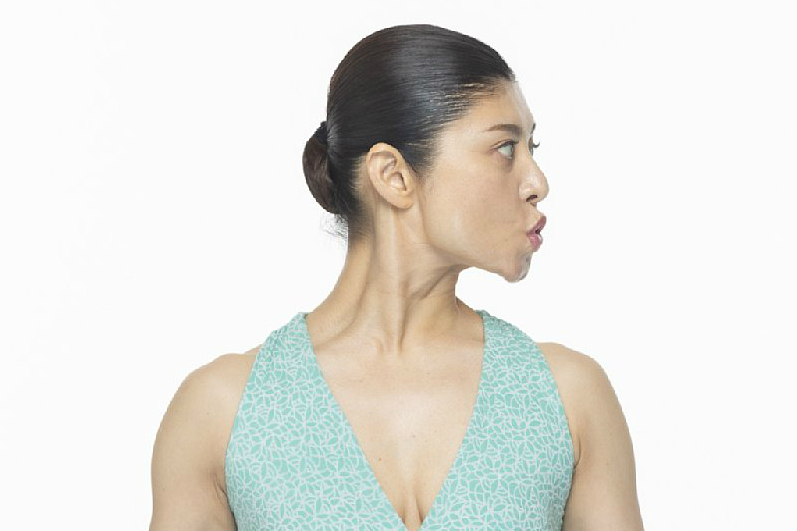 マスクをつけたまま二重あご解消する「首ニョキトレ」 表情研究家が教える