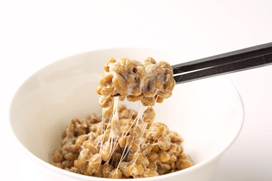 ご飯にもお酒にも合う「納豆のなめろう」 料理家・リュウジがレシピを紹介