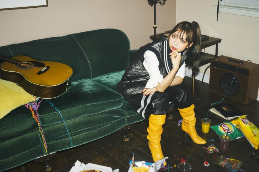 竹内アンナ、J-WAVEで撮影した『Love Your Love』MVが10/7 21時に解禁! 懐かしくも色鮮やかな作品に