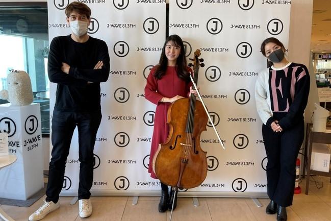 チェロで奏でる『きよしこの夜』 厳かなクリスマスが浮かぶ生演奏をチェリスト・新倉 瞳が披露