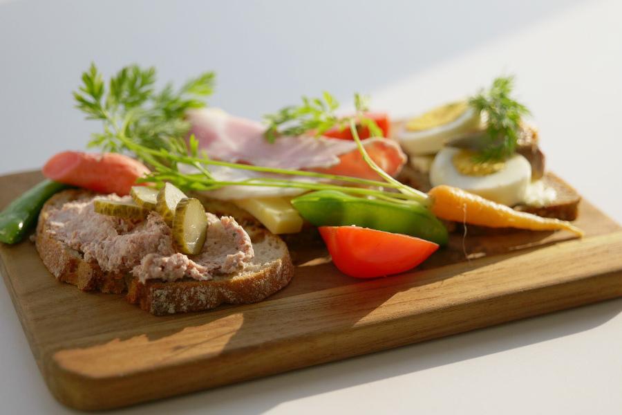 ドイツは「1日1回、温かいものを食べられればいい」 作る人を犠牲にせず食事を楽しむ暮らし