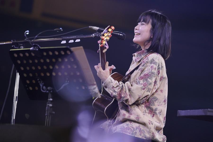 橋本絵莉子、どこまでも抜けていく歌声で両国国技館を包む【「ギタージャンボリー2020」フォトレポート】