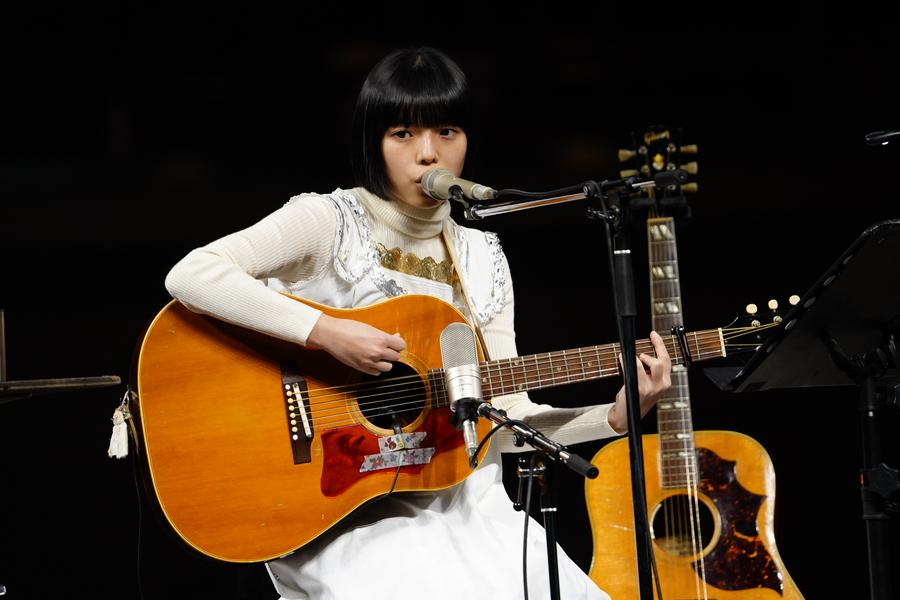 カネコアヤノ、優しく熱く。両国国技館で歌を届ける【「ギタージャンボリー2020」フォトレポート】