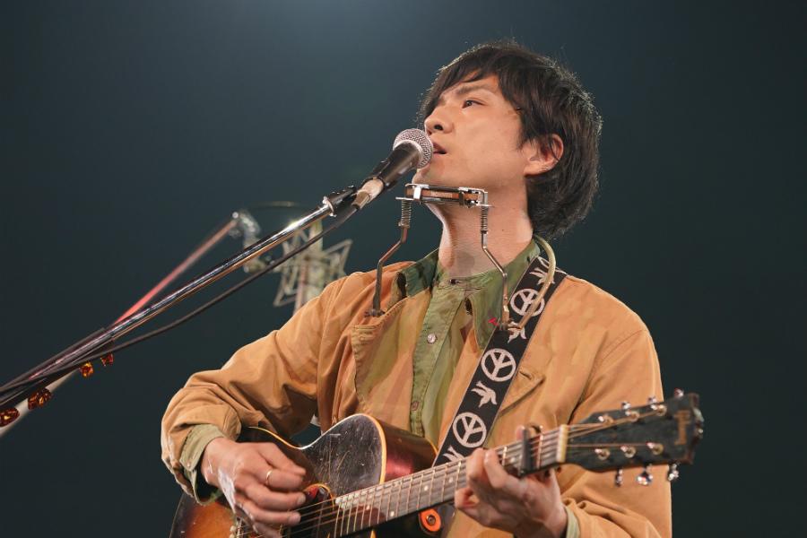 森山直太朗、表現力豊かなパフォーマンス! ハナレグミとセッションも【「ギタージャンボリー2020」フォトレポート】