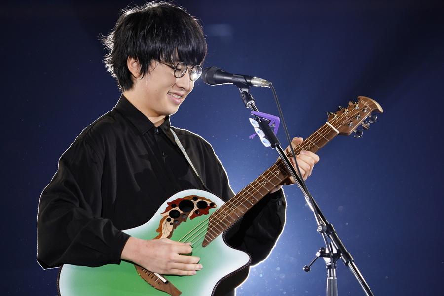 崎山蒼志、荒々しくも静かな世界をギター1本で演出【「ギタージャンボリー2020」フォトレポート】