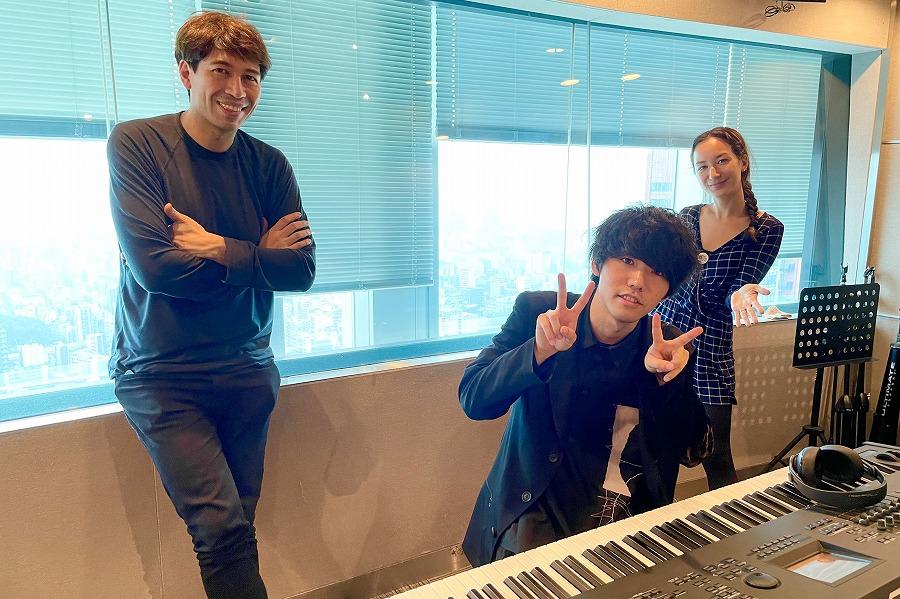 ストリートピアノ動画が大人気!「けいちゃん」がスタジオで即興生演奏を披露