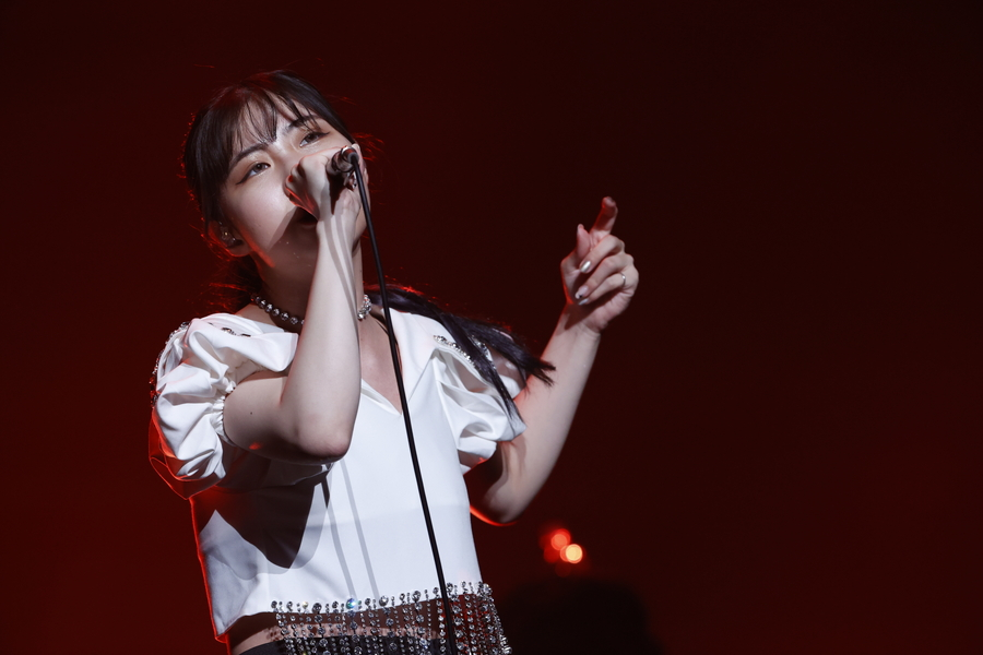 eill、横浜アリーナに響くロングトーンで観客を魅了【「J-WAVE LIVE 2021」フォトレポート】
