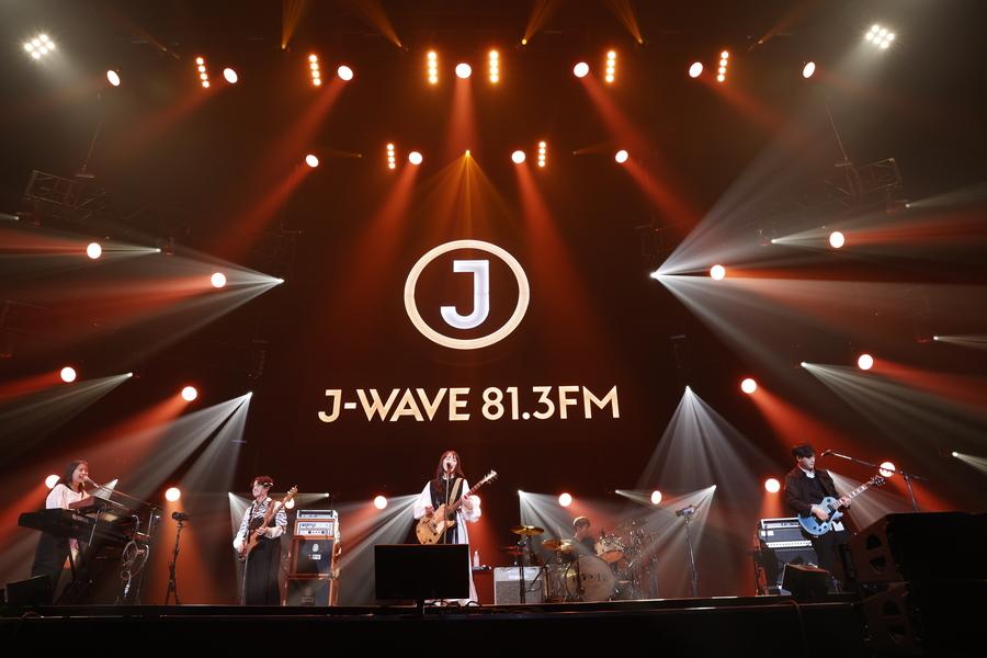 緑黄色社会、にぎやかなバンドサウンドで夏のはじまりを盛り上げる【「J-WAVE LIVE 2021」フォトレポート】