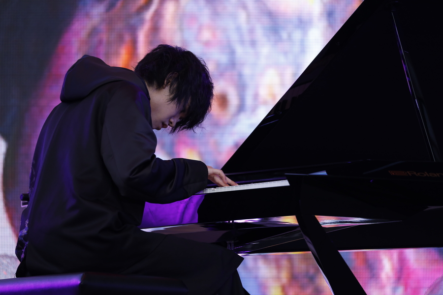 けいちゃん、ピアノとAR演出が絡み合う圧巻の演奏!【イノフェス写真レポ】