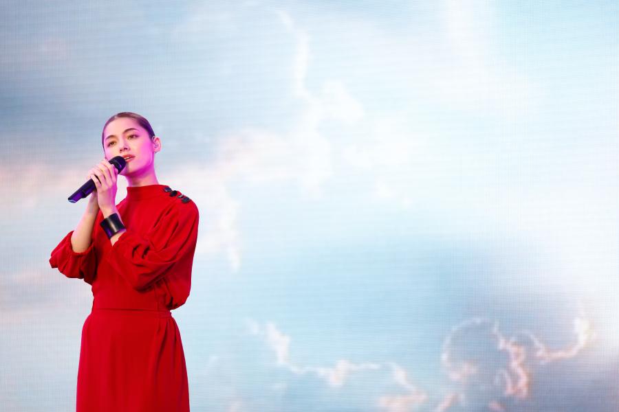 世界屈指の音楽プロデューサーチームが手がける新人 LMYK、幻想的なライブ【イノフェスレポ】