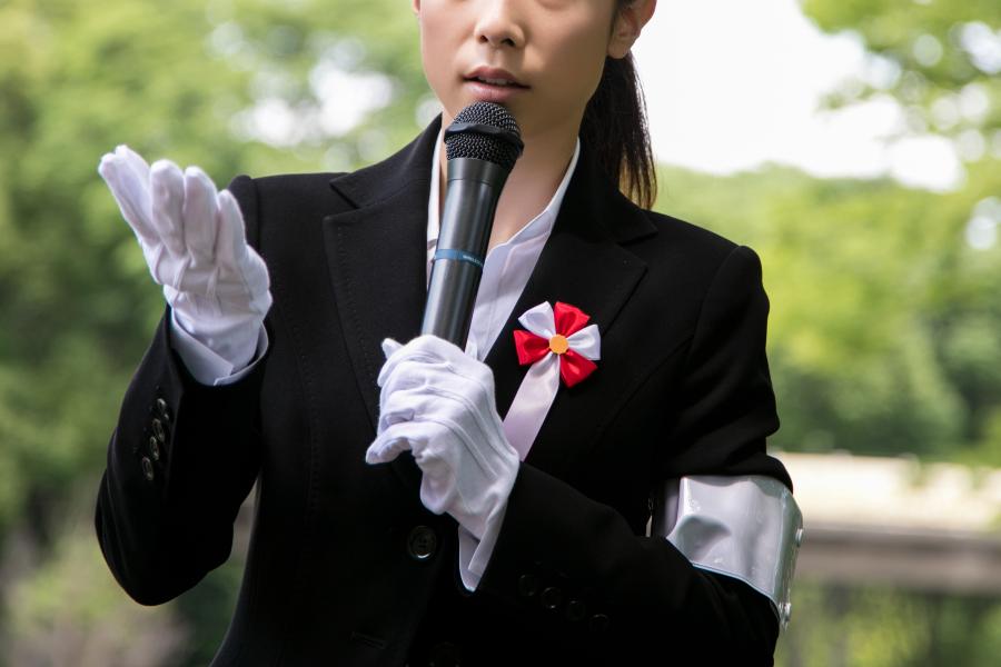 女性議員が街頭演説で体を触られる…「票ハラスメント」の実態とは