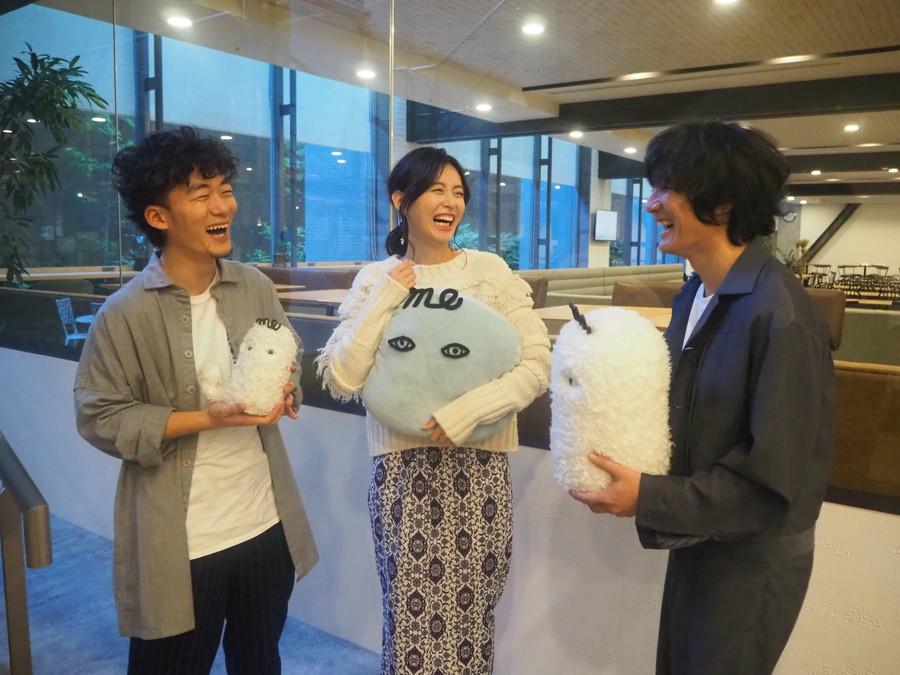 写真:爆笑する松居大悟×本仮屋ユイカ×石崎ひゅーい